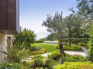 Progettazione giardino con piscina personalizzata