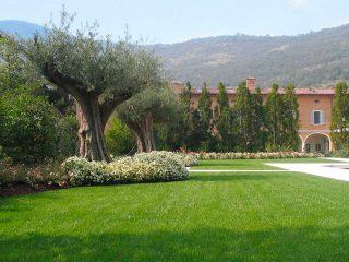 Giardino di un ex monastero a uso famigliare