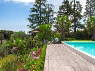 Progettazione giardino terrazzato con piscina a sfioro
